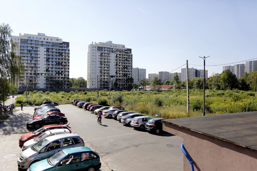 Mieszkancy osiedla Tysiaclecia w Katowicach sprzeciwiaja sie budowie kolejnych wiezowcow