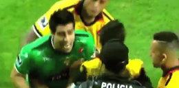Policja broniła sędziego przed rozwścieczonymi piłkarzami! WIDEO