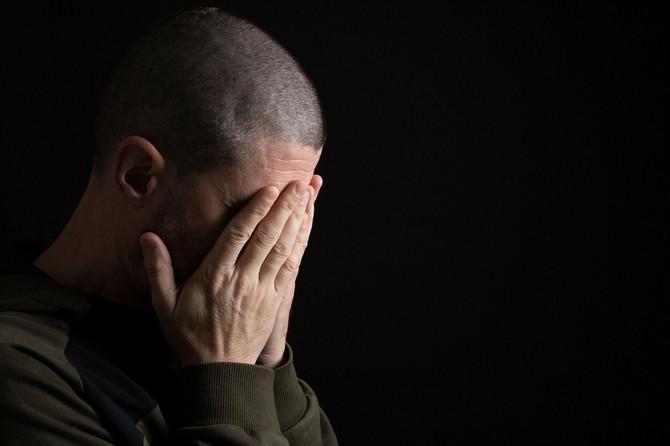 Muškarci koji plaču