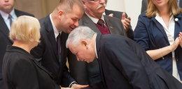 Kaczyński całuje rączki... kierowcy