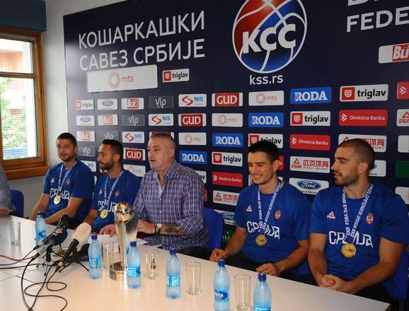Predrag Danilović sa svetskim šampionima u basketu 3x3