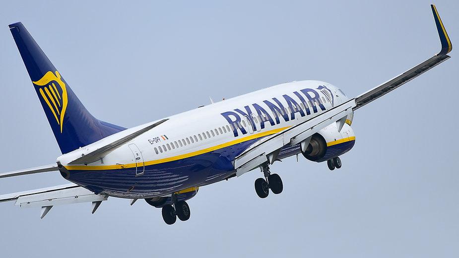 Ryanair odmówił wejścia na pokład irlandzkiej parze w Krakowie. Powodem były wyniki testów na koronawirusa w języku polskim
