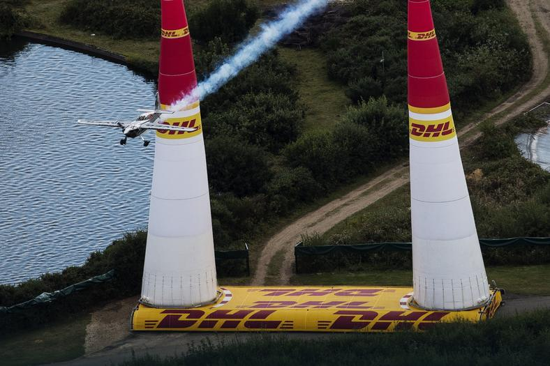 Red Bull Air Race w Ascot - Hannes Arch