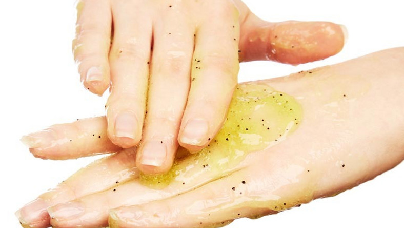 Here's 5 easy tips on how to soften the skin on your hands [Credit: Beauty Tips]