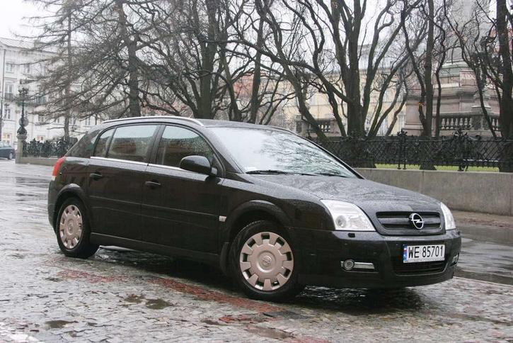 Ogromny Opel Signum: klasa wyższa w... niższej cenie EX96