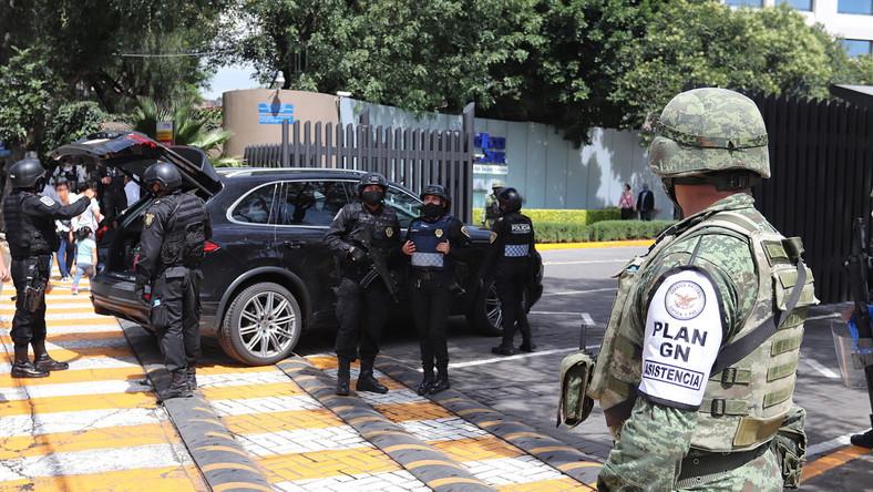 Policja po zamachu w Meksyku