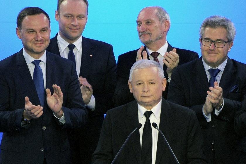 Wałęsa: Będziemy mieli wojnę domową, jeśli...