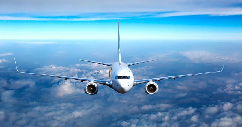 Rewolucja w lataniu to nie tylko nowe technologie na pokładzie samolotów. Zmiany zachodzą też na ziemi - już na etapie wyszukiwania i sprzedaży biletów oraz odprawy na lotniskach