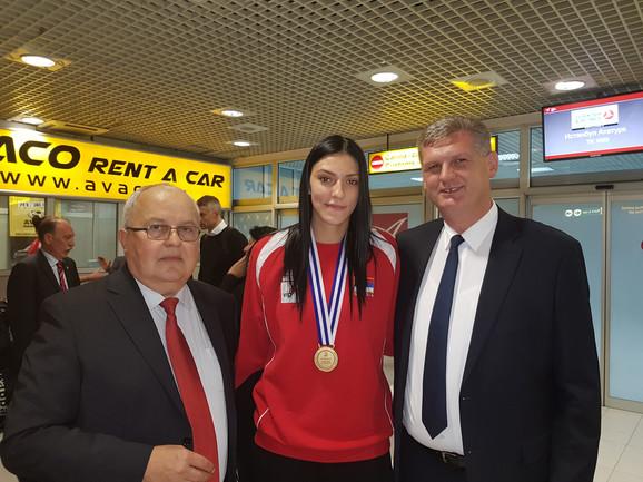 Tijana Bošković (u sredini)