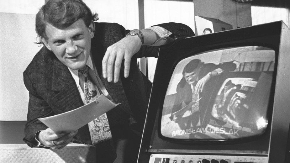 Bronisław Cieślak podczas pracy dziennikarskiej (1977)