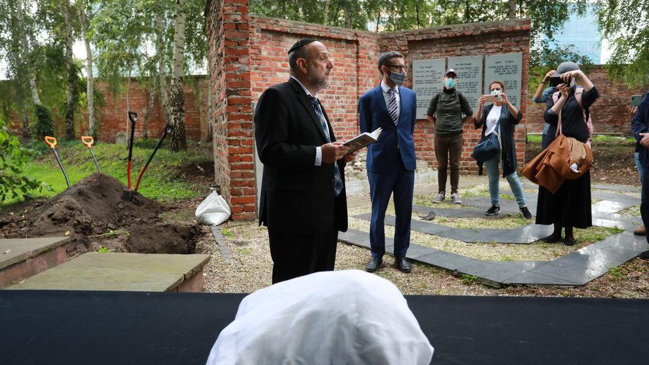 Odkryte na Muranowie szczątki mieszkańców getta pochowane na Cmentarzu Żydowskim