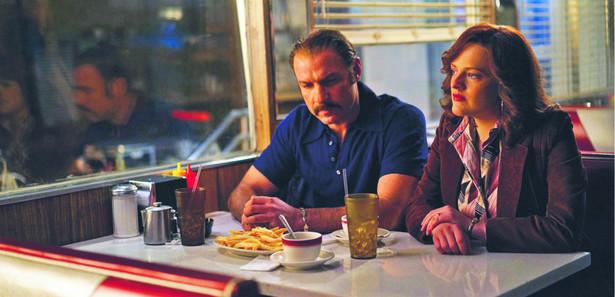 """Liev Schreiber i Elisabeth Moss w filmie """"Bleeder""""."""