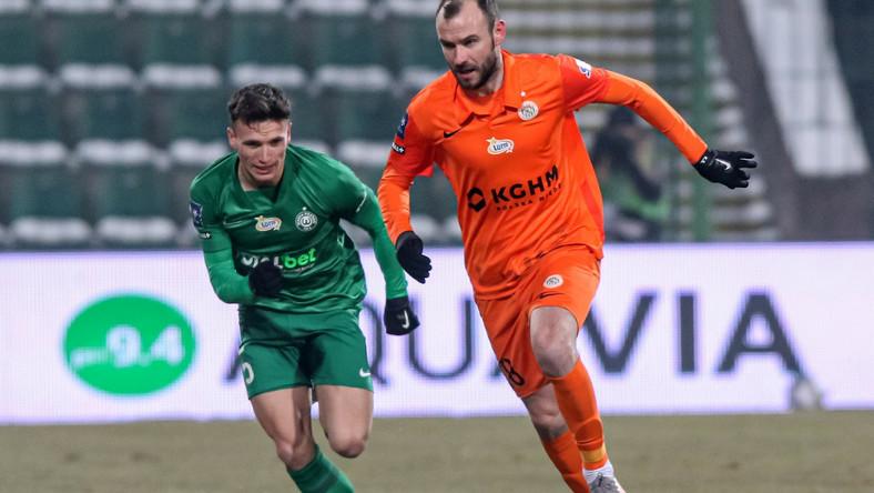 Piłkarz Warty Poznań Gracjan Jaroch (L) i Filip Starzyński (P) z Zagłębia Lubin podczas meczu Ekstraklasy