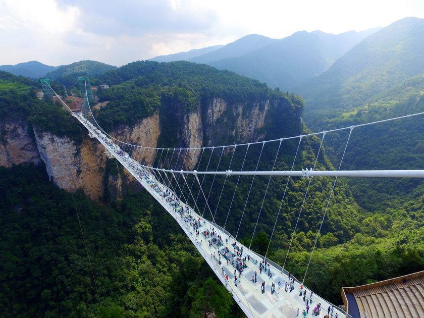 Wejście na ten most wymaga prawdziwej odwagi