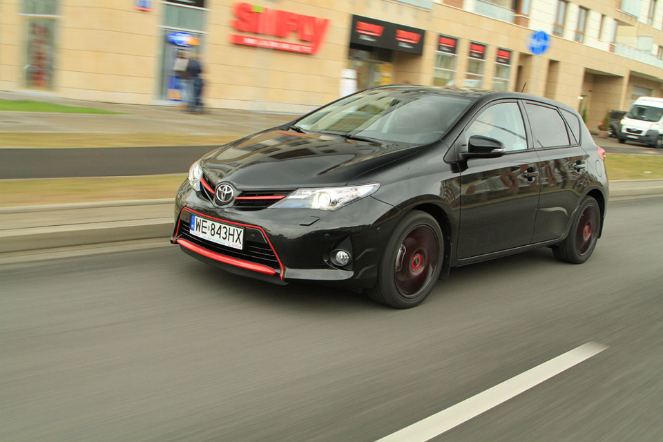 Toyota Auris 1.6 Red