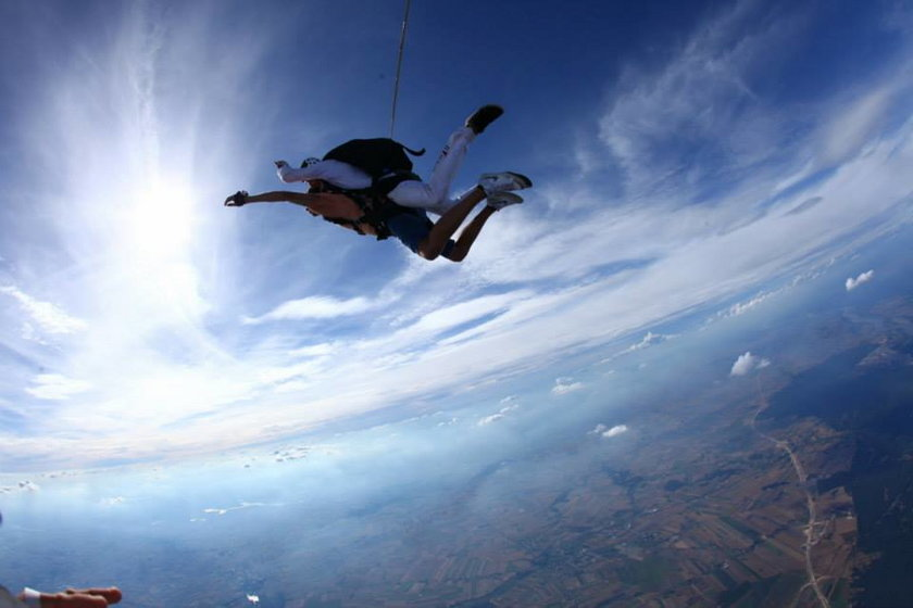 Wlazły skoczył na spadochronie