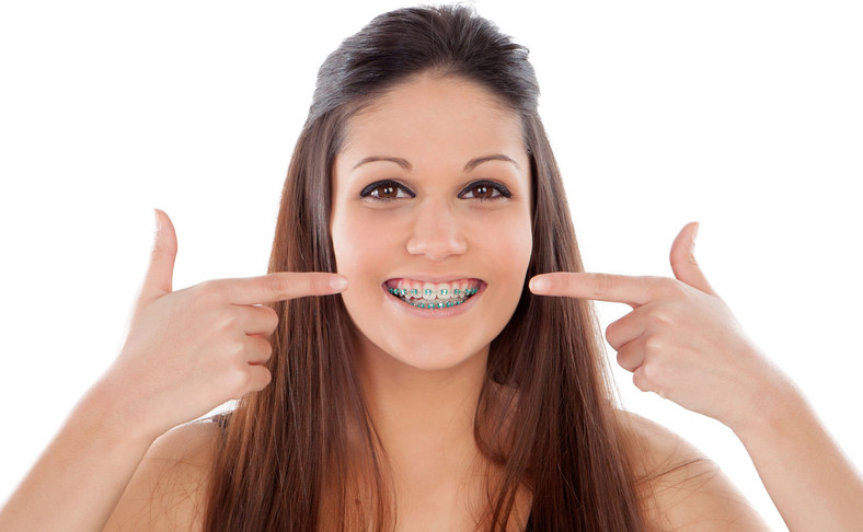 Mit nr 6. Po zdjęciu aparatu zęby cofają się do poprzedniej pozycji.