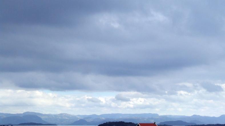 """Norwegia to kraj o powierzchni większej od Polski, w którym żyje zaledwie 5 mln Norwegów. Jej nazwa pochodzi od staronordyckiego zwrotu """"nord vegen"""" oznaczającego drogę na północ. Stavanger położone jest na południowym zachodzie kraju."""