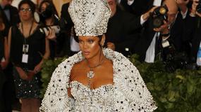 MET Gala 2018: Rihanna w papieskim nakryciu głowy?!
