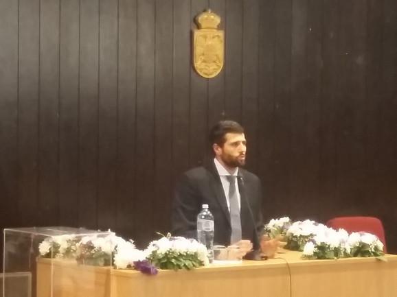 Aleksandar Šapić za govornicom