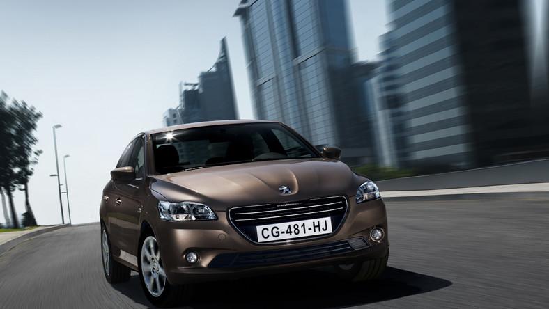 Najnowszy peugeot 301 to bratnia konstrukcja citroena c-elysee. Nowy sedan z lwem na masce już niedługo pojawi się w sprzedaży w salonach Peugeot w całej Polsce. Co kryje pod karoserią?