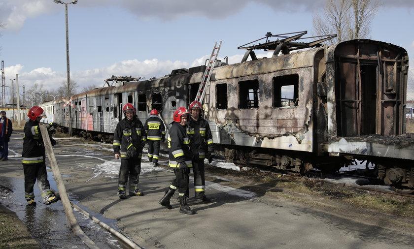 Pożar pociągu na bocznicy we Wrocławiu