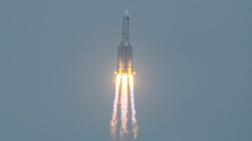 Fragment chińskiej rakiety spadnie nad ranemna Ziemię.