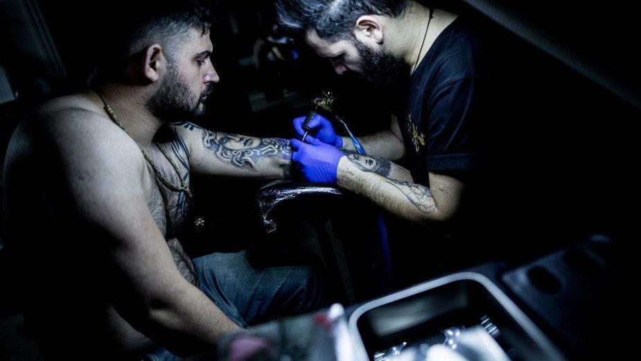 Studio tatuażu w Raszt, Iran