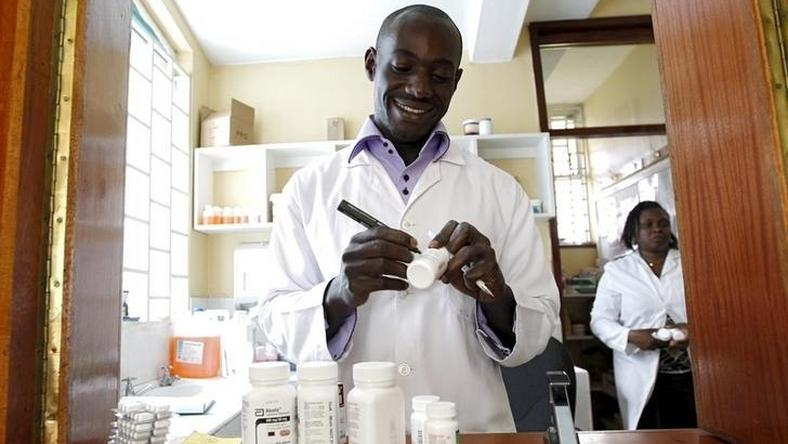 Michael Otieno, a pharmacist, dispenses anti-retroviral (ARV) drugs at the Mater Hospital in Kenya's capital Nairobi, September 10, 2015.      REUTERS/Thomas Mukoya