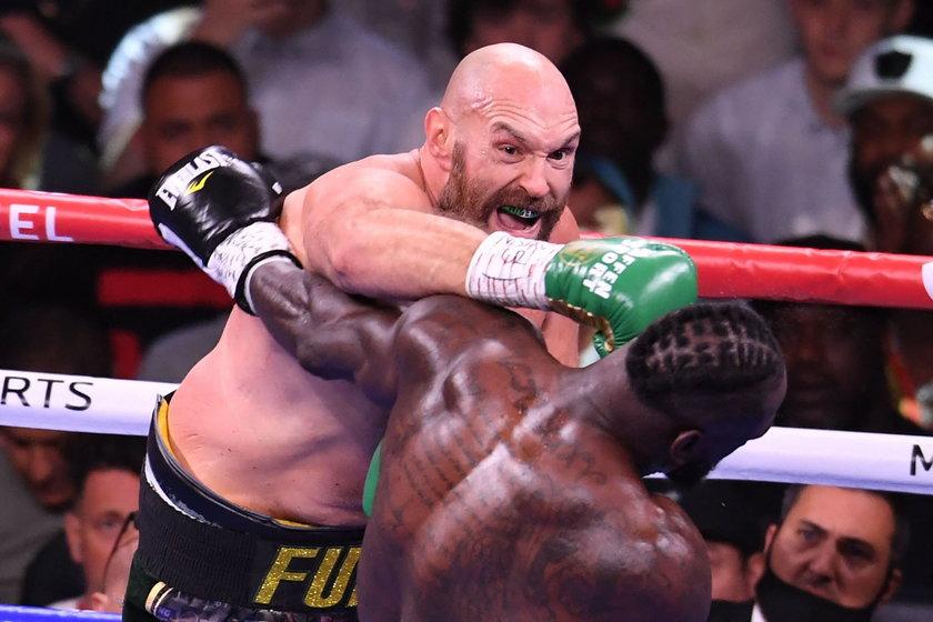 Tyson Fury (33 l.) znokautował Deontaya Wildera (36 l.) i ma pas federacji WBC.
