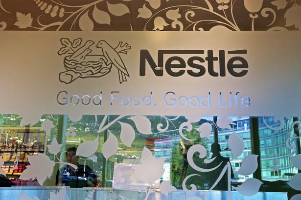 Logo Nestle przy siedzibie spółki w Vevey w Szwajcarii