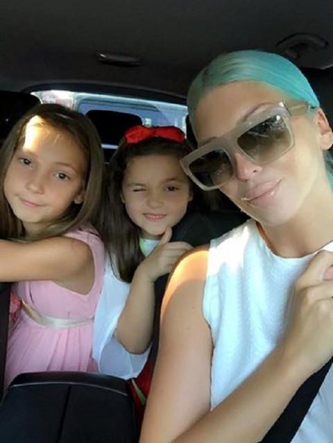 Ponosna mama: Ovako je Jelena Karleuša ispratila ćerke u školu i vrtić! (FOTO)