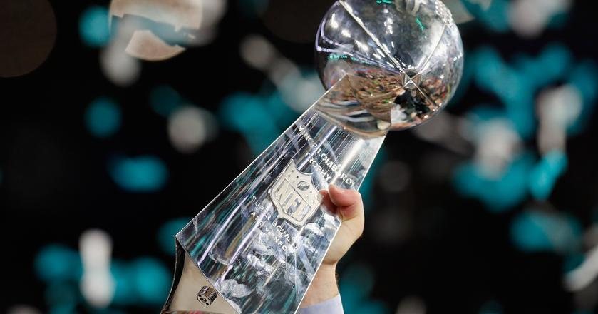 Finał Super Bowl to wielkie widowisko sportowe. Ale nie tylko, dla firm to okazja, by przyciągnąć uwagę konsumentów
