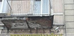 Balkon runął na chodnik