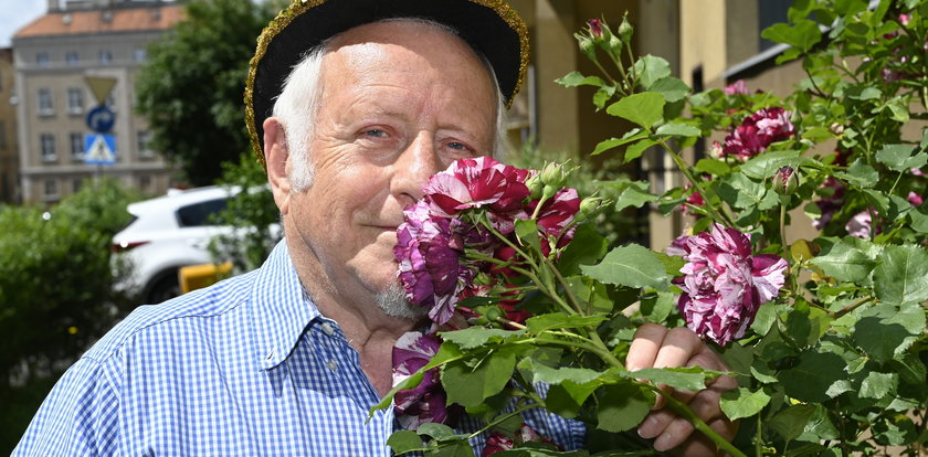 Pan Tadeusz to romantyk. Hoduje róże i pisze wiersze. Tedi: rabatkowy poeta