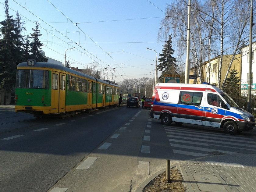 Rowerzysta wjechał w tramwaj