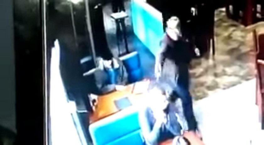 Wojna karteli w Meksyku. Egzekucja policjanta na środku restauracji