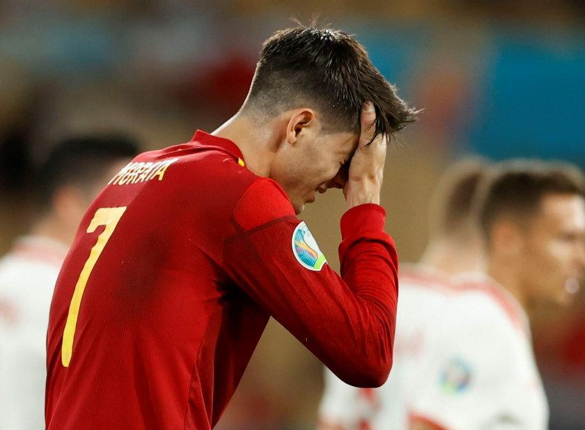 Groźby kierowane są nie tylko pod adresem piłkarza, ale także jego rodziny.