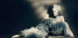 Kate Moss znowu pozuje topless. Tym razem jako wyuzdana Maria Antonina!