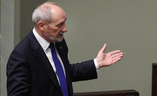 Macierewicz: armia potrzebuje nominacji generalskich