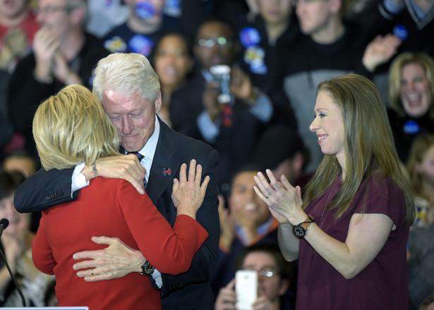 Clinton minimalnie pokonała Sandersa w Iowa