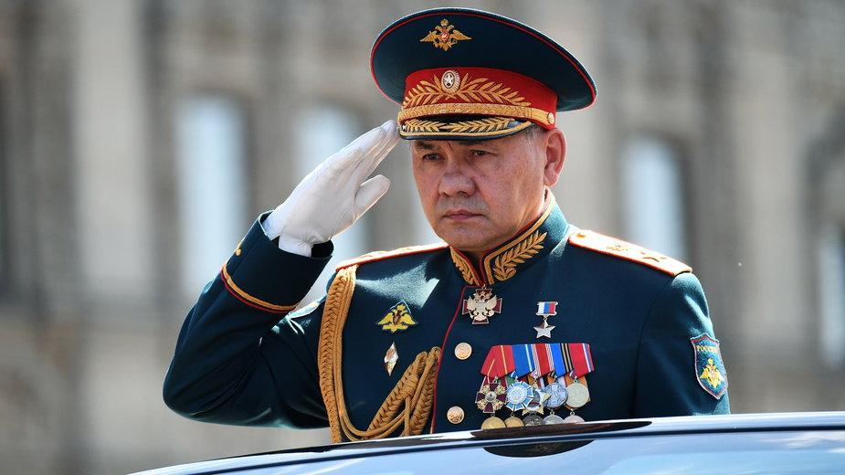 Minister obrony Rosji gen. Siergiej Szojgu podczas defilady zwycięstwa w Moskwie, 24 czerwca 2020 r.