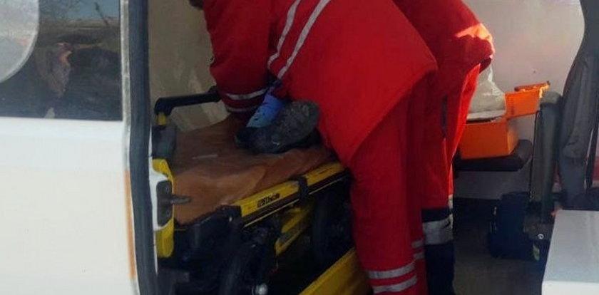 Dramatyczna akcja ratunkowa. Matka wskoczyła za dzieckiem do 17-metrowej studni