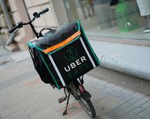 """UberEATS zaliczył wpadkę z reklamą mówiącą o """"oderwaniu kobiet od kuchni"""""""