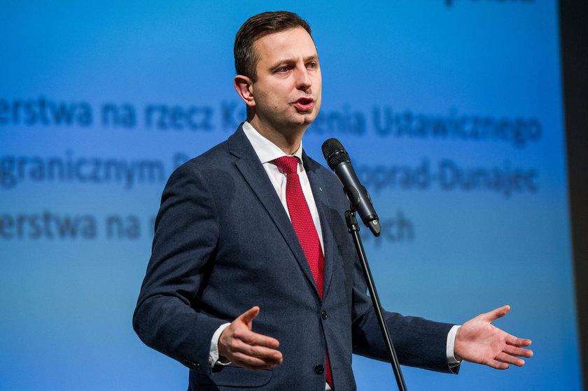 """Politycy ostro o decyzji Kaczyńskiego. """"Pazerni ministrowie!"""" """"Gest kapryśnego dziadunia""""."""
