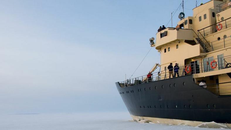 Rosyjski statek utknął w lodzie u wybrzeży Antarktydy