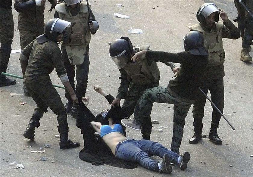O Boże! Film z linczu na kobiecie w Egipcie (+18!!!). Polacy! Protestujmy!