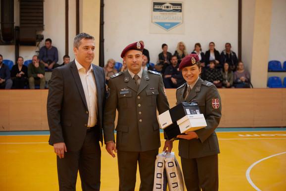Donacija sportske opreme vojnim karatistima