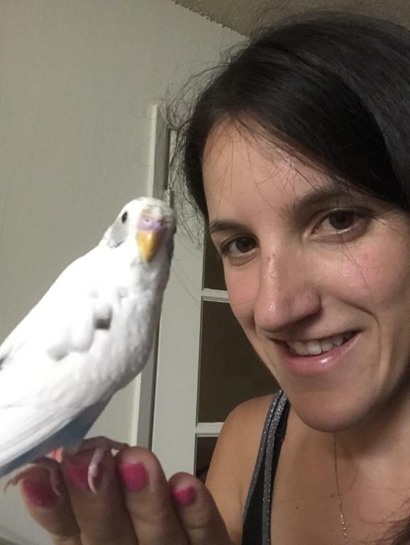 Sonjin verni drug - papagaj Viki