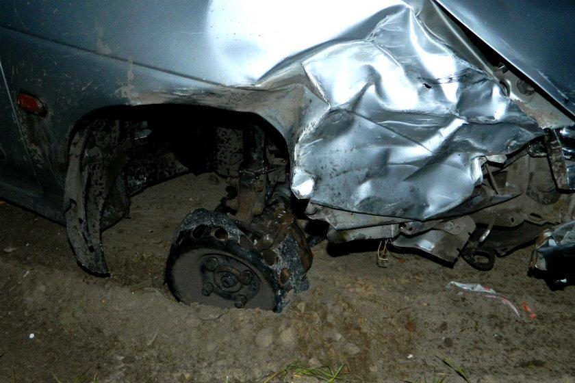 Pijany kierowca uciekał autem na trzech kołach